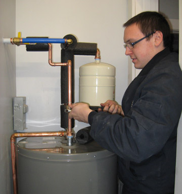 plumbing-chris-fixing-water-heater